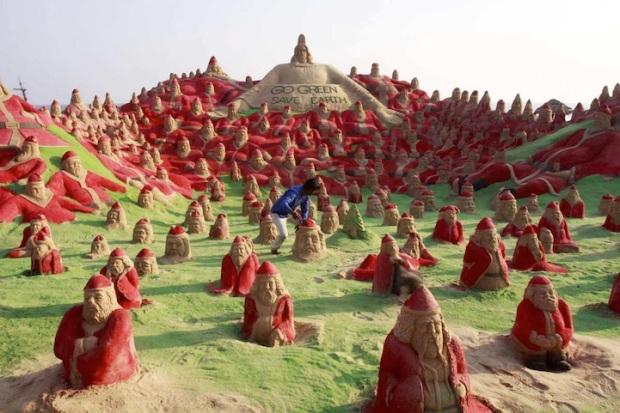 INDIA-ART-CHRISTMAS